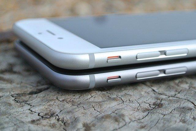 mobily na sobě