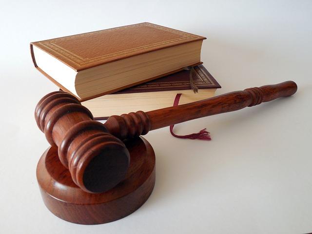 kladivo soudce