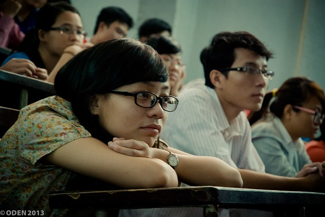 studenti s brýlemi