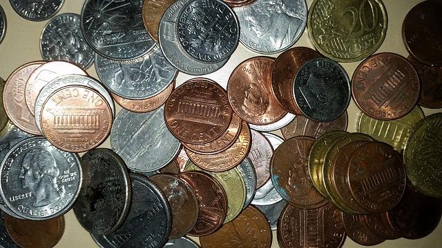 drobné barevné mince – centy