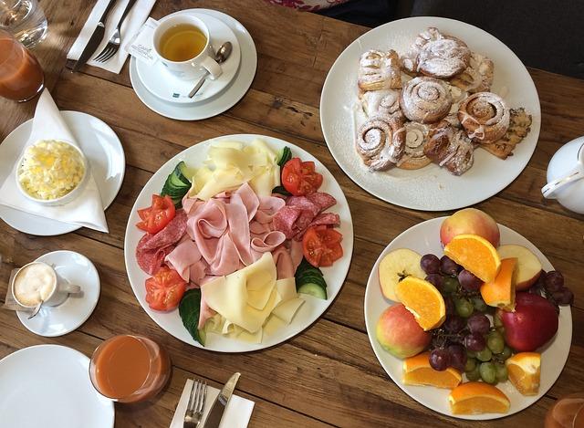 Hotelová luxusní snídaně