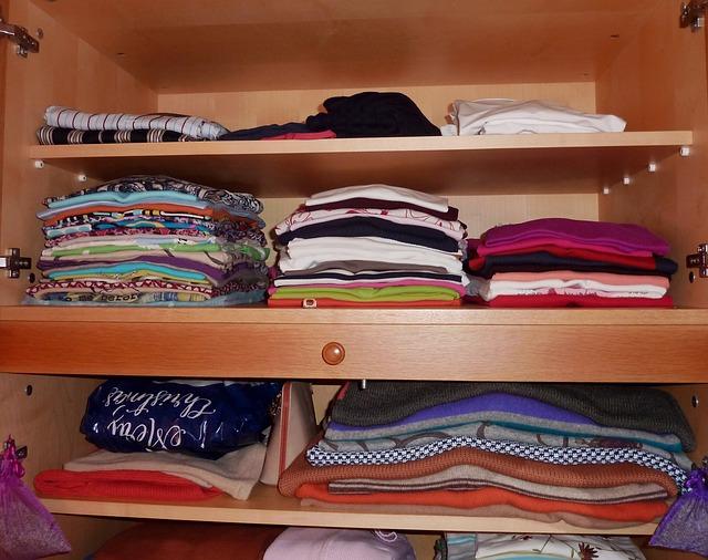 Věci uložené ve skříni