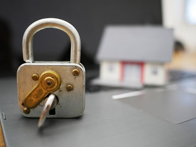 Když chcete bydlet, nemusíte se kvůli tomu sedřít z kůže. Mnohem lepším a příjemnějším řešením je, sehnat si takové bydlení, které vás nebude stát celé jmění, a především kvůli němu nebudete muset uzavřít hypotéku.