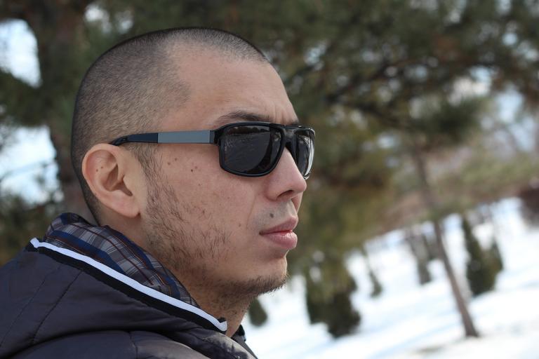 muž s brýlemi.jpg