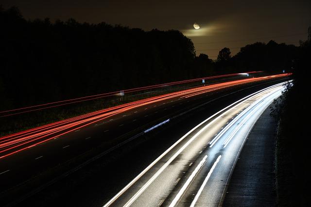 noční dálniční provoz