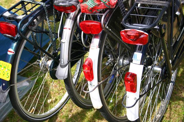 čtyři jízdní kola vedle sebe